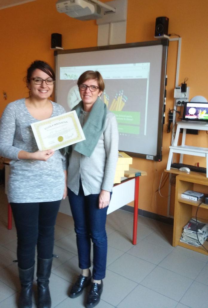Diploma di scuola innovativa consegnato a Enrica Stampini, Vicaria dell'IC Pascoli