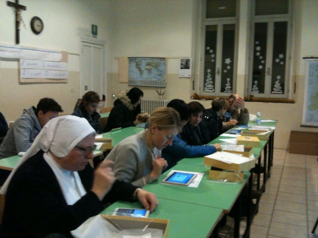 Docenti al lavoro durante l'incontro di di formazione per l'utilizzo della Classe Virtuale targata FME Education