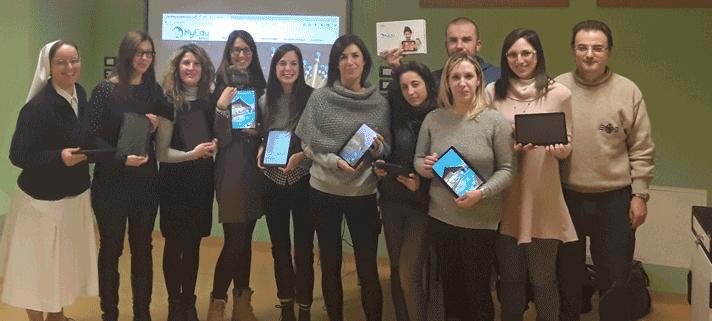 Il gruppo dei docenti dell'IP Maria Immacolata con i nostri tablet