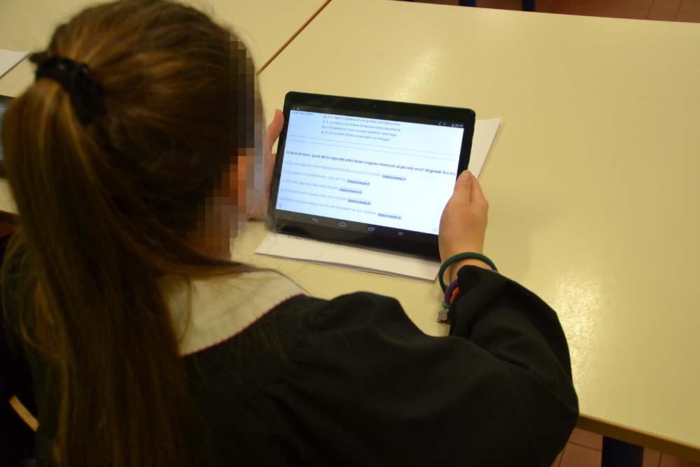 lavoro in classe con i tablet sulle prove INVALSI