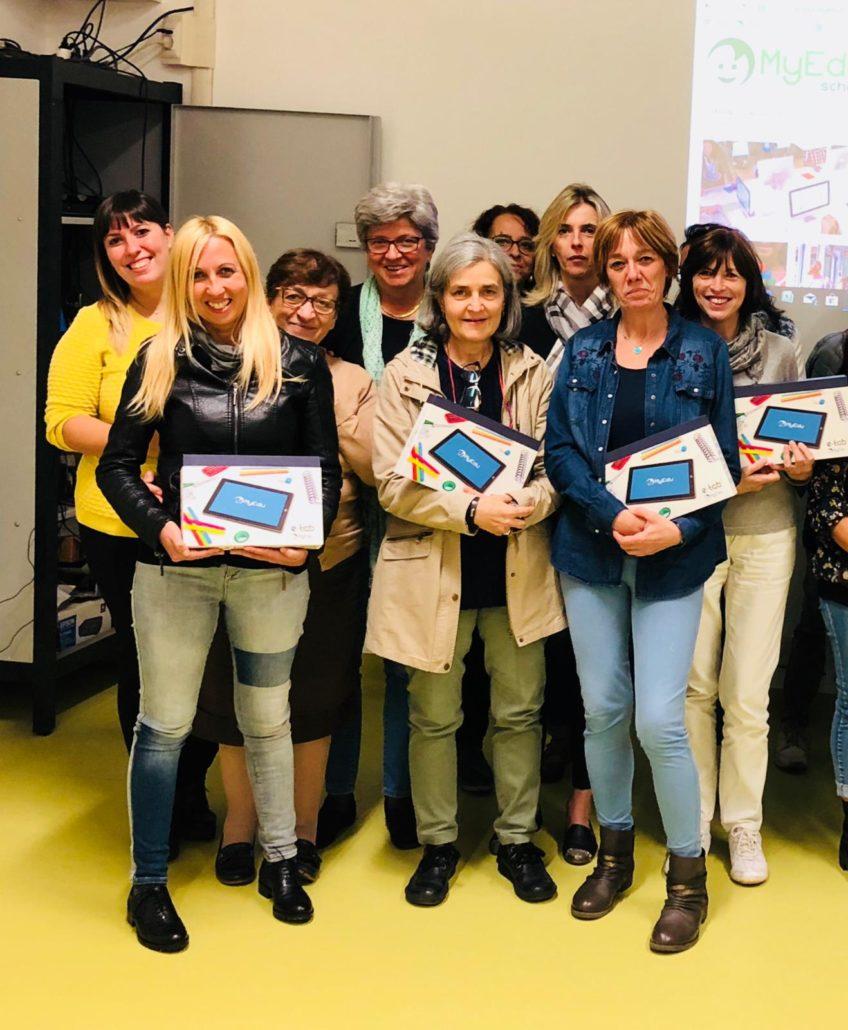 Le insegnanti della primaria Anna Frank di Leinì al termine del seminario