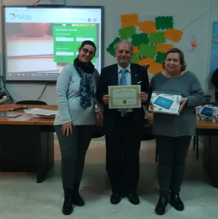 "IC Dusmet: il dirigente Salvatore Musumeci riceve il diploma di ""scuola innovativa"""