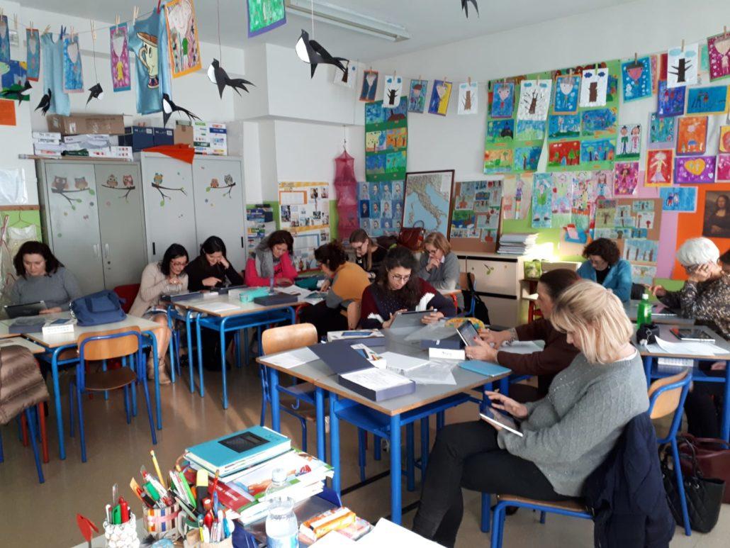 MyEdu - le docenti dell'IC Fossò durante il seminario di formazione con i tablet MyEdu